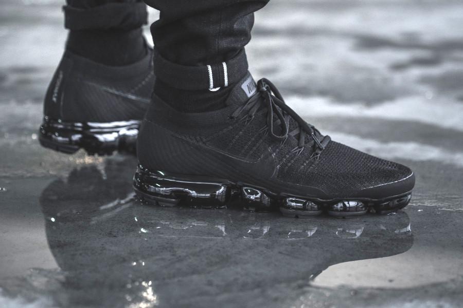 chaussure-nike-air-vapormax-flyknit-triple-noir-849558-011 (4)