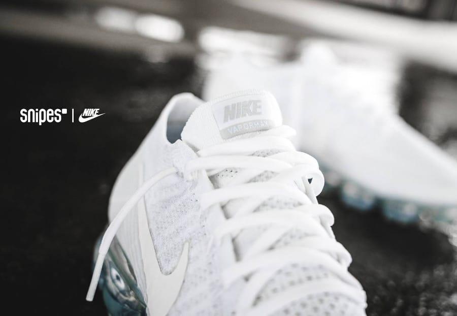 premium selection ea82e 36b78 Chaussure Nike Air Vapormax Flyknit blanche Triple White Christmas (noël  2017)