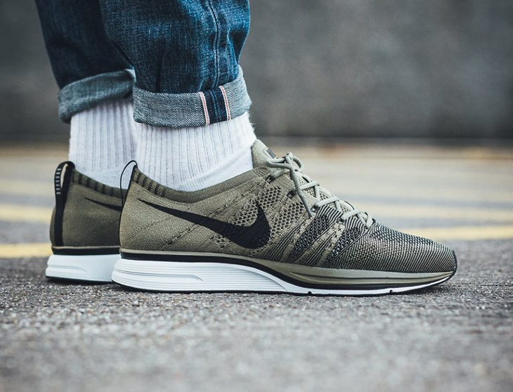 wholesale dealer 4a957 53656 chaussure-nike-flyknit-trainer-medium-olive-homme-AH8396 200