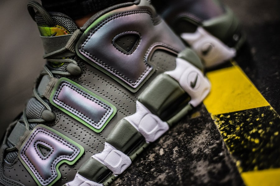 chaussure-nike-wmns-air-more-uptempo-shine-dark-stucco-on-feet-917593-001 (1)