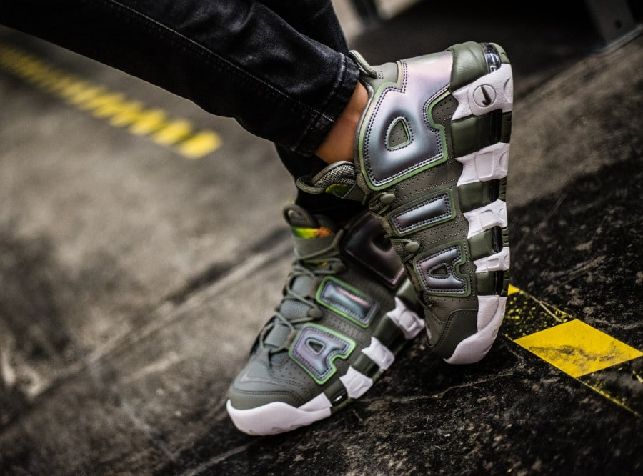 chaussure-nike-wmns-air-more-uptempo-shine-dark-stucco-on-feet-917593-001 (2)