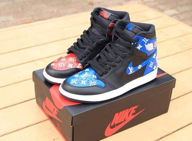 Air Jordan 1 Retro Bred Royal Blue LV - @timmy_kickz21