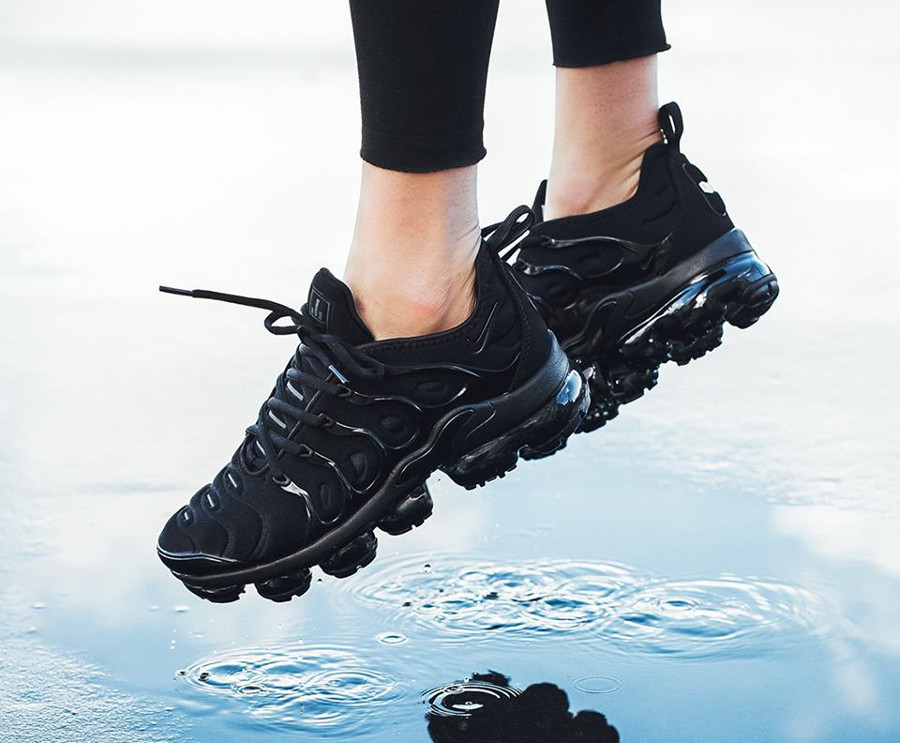 Basket Nike Air Vapormax Plus Requin noire Triple Black femme