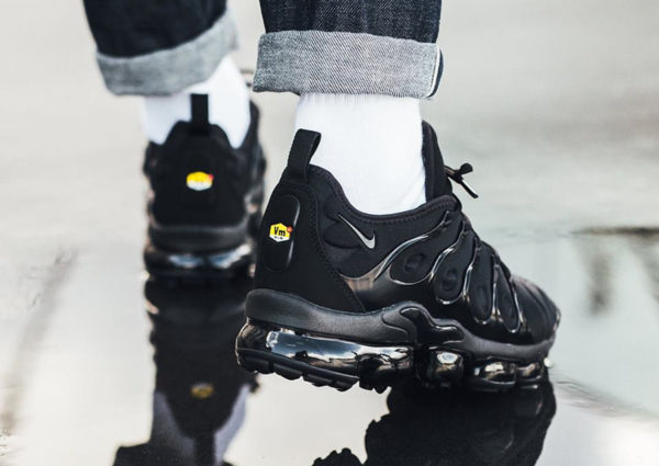 Basket Nike Air Vapormax Plus Requin noire Triple Black homme 924453-004 (1)