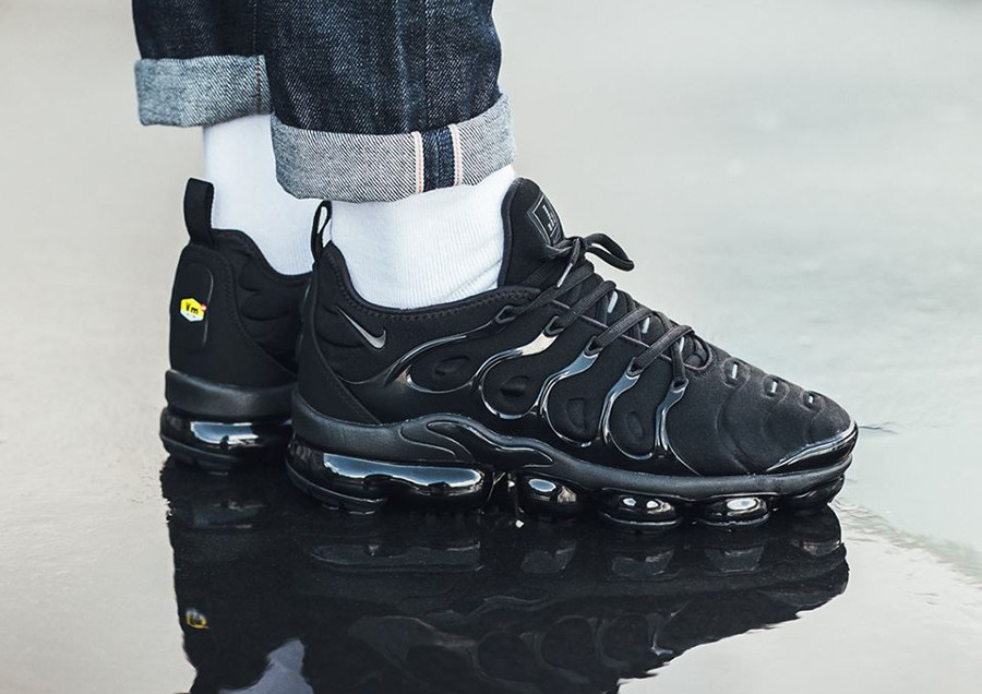 Basket Nike Air Vapormax Plus Requin noire Triple Black homme 924453-004 (3)