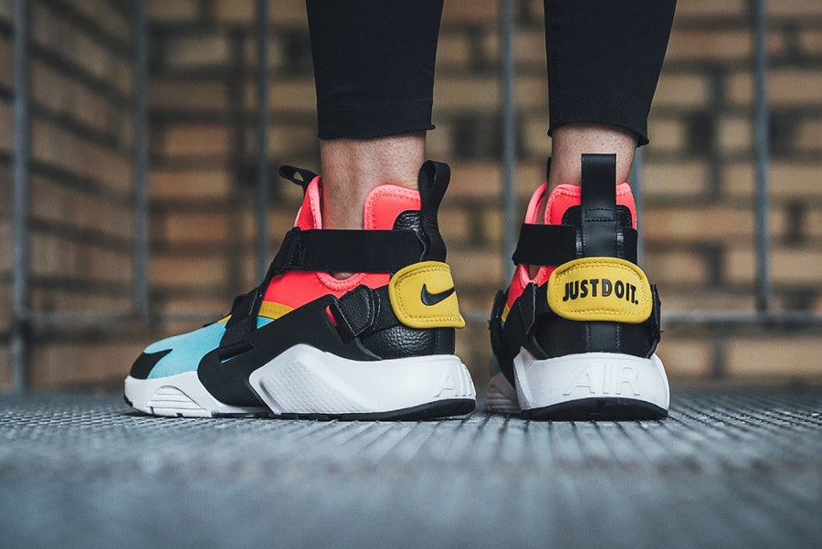 Basket Nike Wmns Air Huarache City Bleached Aqua Rainbow (1)