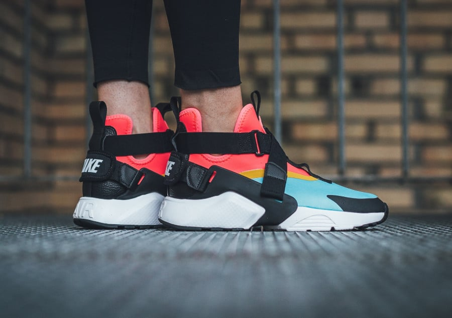 Basket Nike Wmns Air Huarache City Bleached Aqua Rainbow (2)