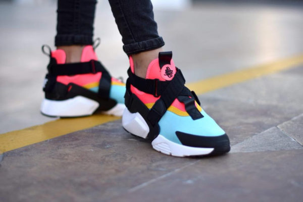 Basket Nike Wmns Air Huarache City Bleached Aqua Rainbow (3)