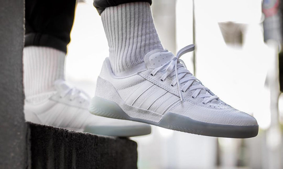 Chaussure Adidas City Cup Powerphase Calabasas blanche on feet (2)