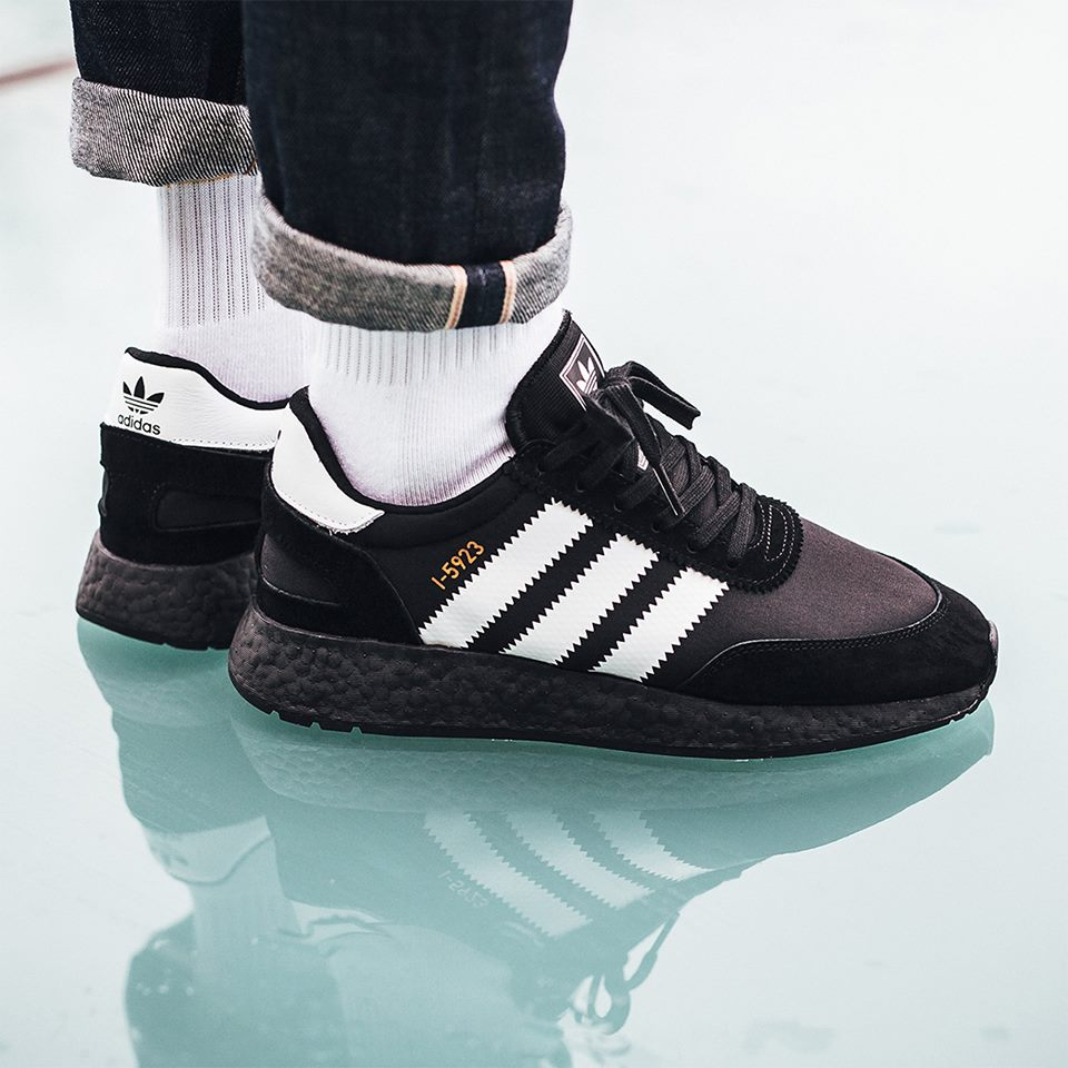 Chaussure Adidas Iniki i-5923-