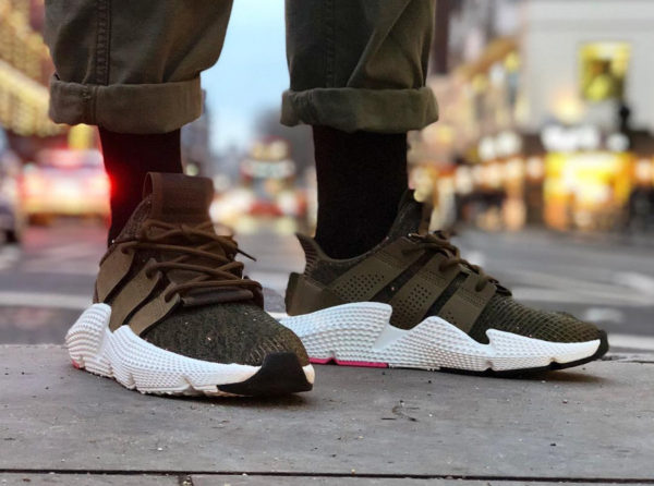 Chaussure Adidas Prophere Verte Trace Olive Pink on feet