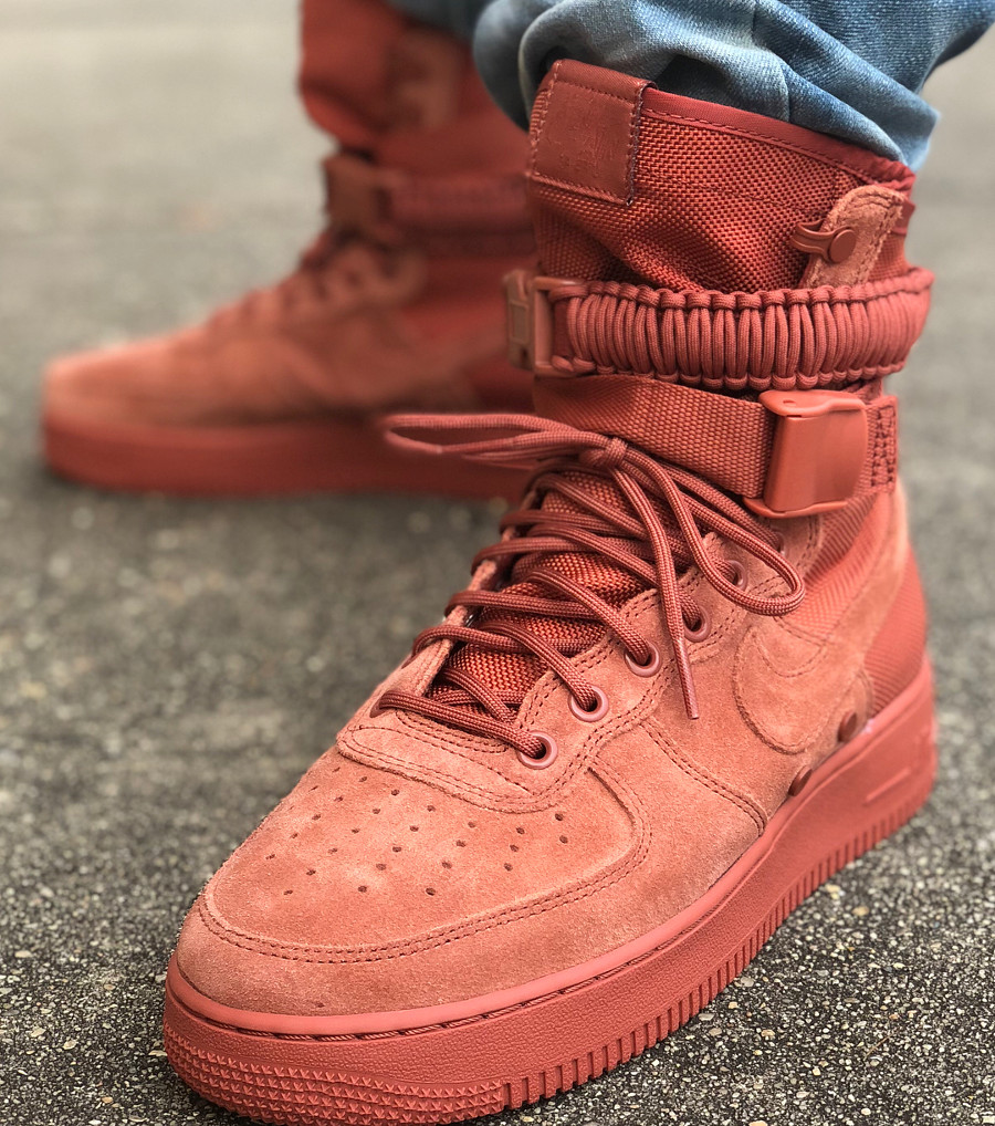 Chaussure Nike Air Force 1 SF AF1 Suede rouge Dusty Peach