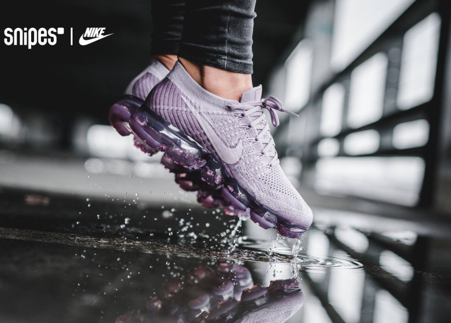 Chaussure Nike Air Vapormax Flyknit Plum Fog Prune (femme) on feet (1)