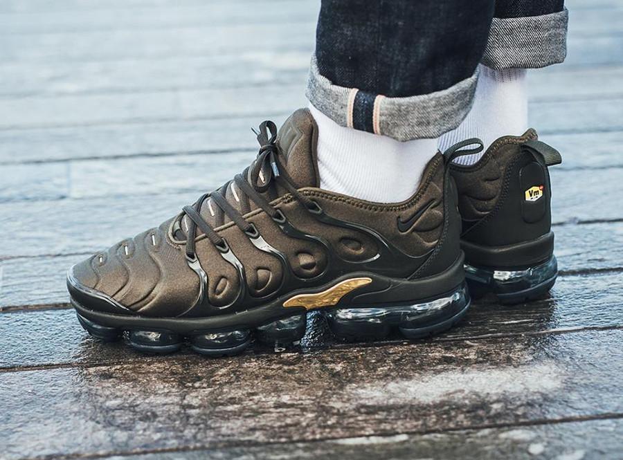 Chaussure Nike Air Vapormax Plus verte Cargo Khaki Sequoia Gold 924453-300 (homme) (1)