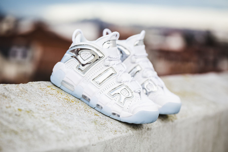 Chaussure Nike Wmns Air More Uptempo Chrome (1)