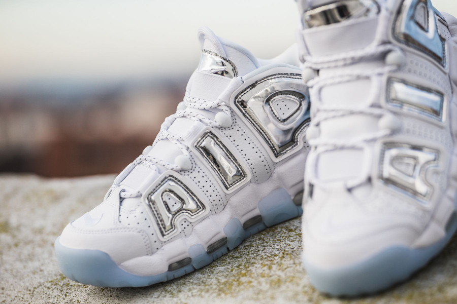 Chaussure Nike Wmns Air More Uptempo Chrome (2)