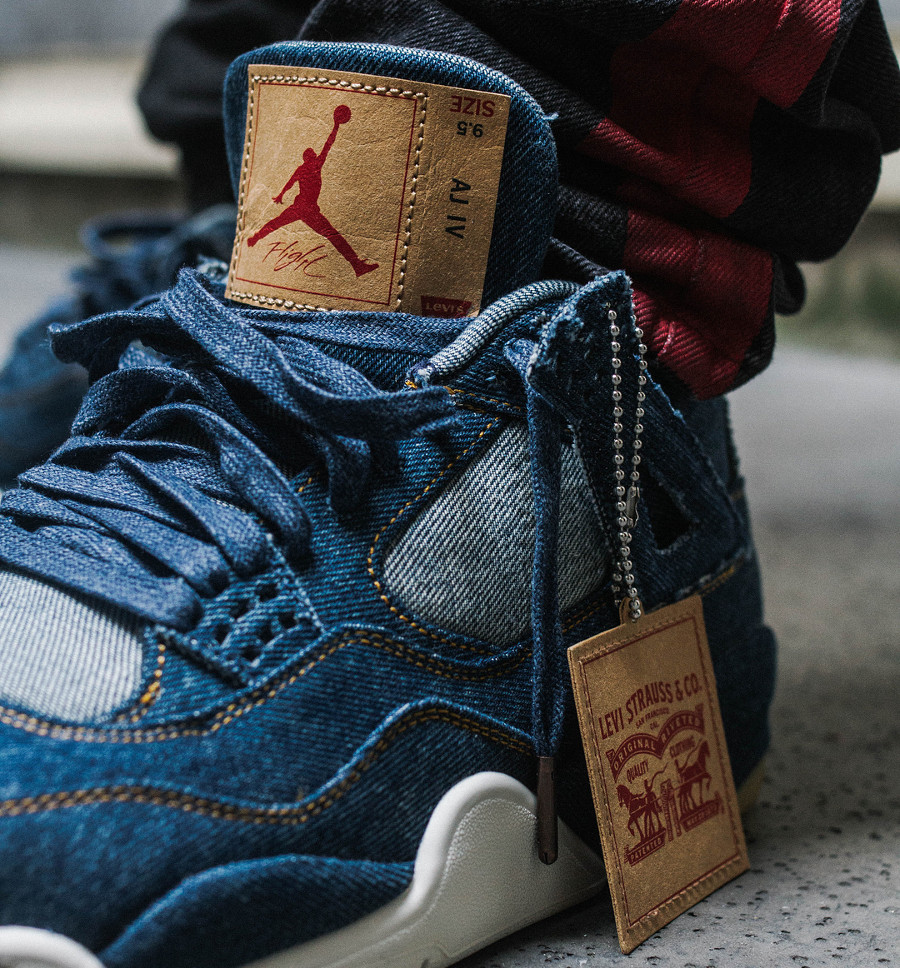 Levis x Air Jordan 4 Retro Denim on feet - @laguezz