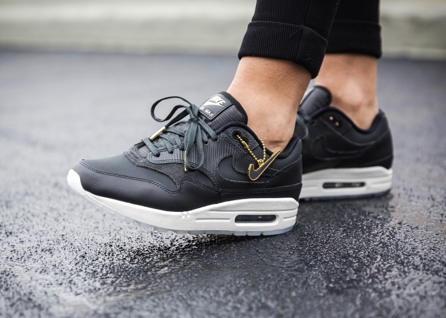 Nike Air Max 1 PRM Cut Out noire Black Gold femme