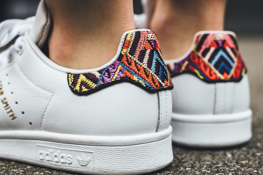 adidas-stan-smith-w-blanche-passinho-broderies-multicolores-patch-talon-CQ2814