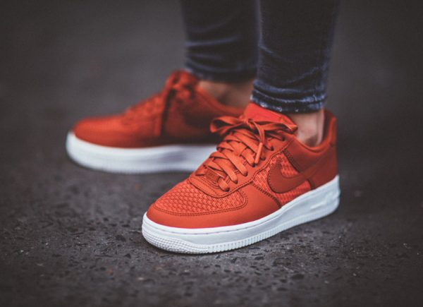 avis chaussure Nike Air Force 1 Low '07 Pinnacle rouge Dragon Red (femme