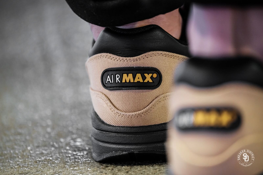 chaussure-Nike-Air-Max-87-Premium-Elemental-Gold-Mineral-Yellow-875844-700 (1)