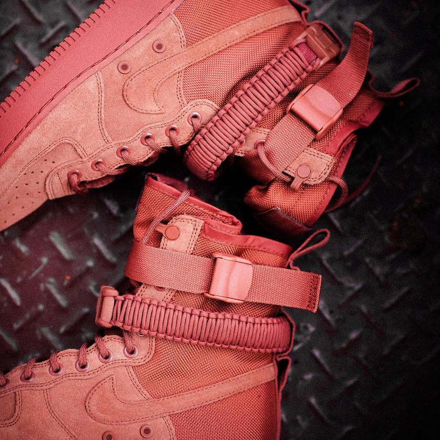 chaussure-nike-air-force-1-special-field-daim-dusty-peach-864024-204 (1)