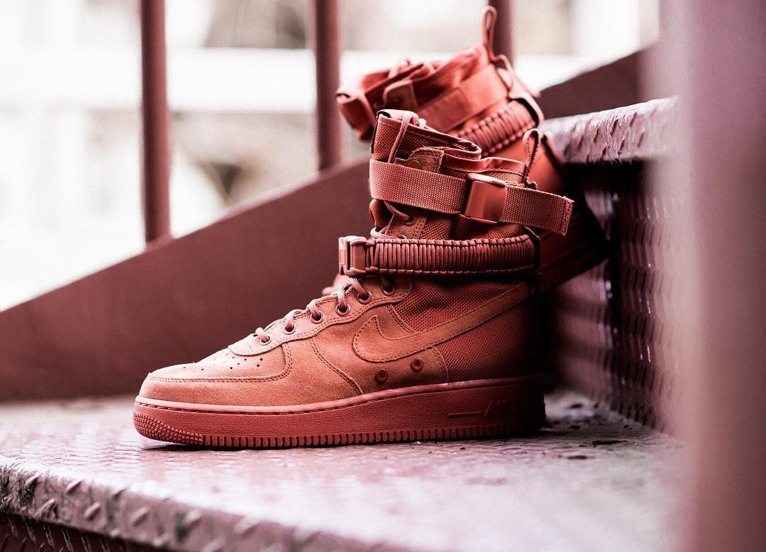 chaussure-nike-air-force-1-special-field-daim-dusty-peach-864024-204 (2)