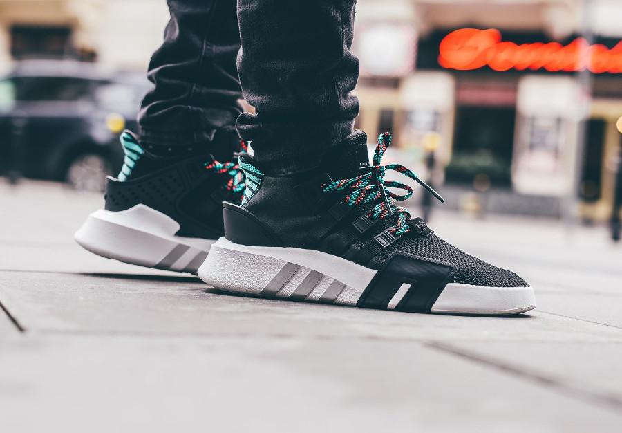 Adidas EQT Bask ADV Mid noire (lacets multicolores) - chaussure homme