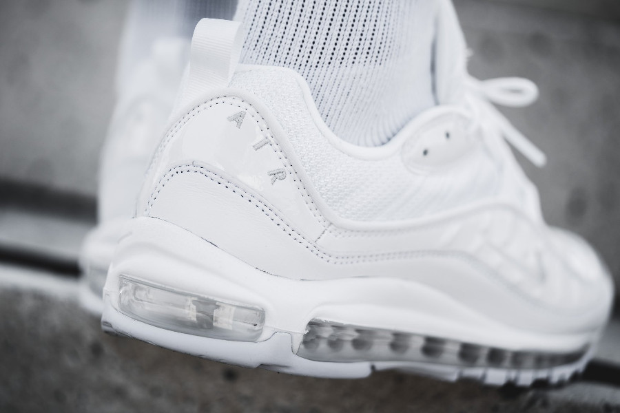 Basket Nike Air Max 98 Triple White (1)