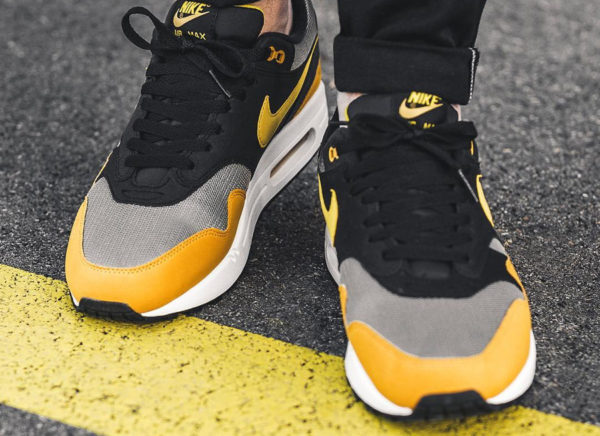 Chaussure Nike Air Max 1 Dark Stucco Vivid Sulfur (couv)