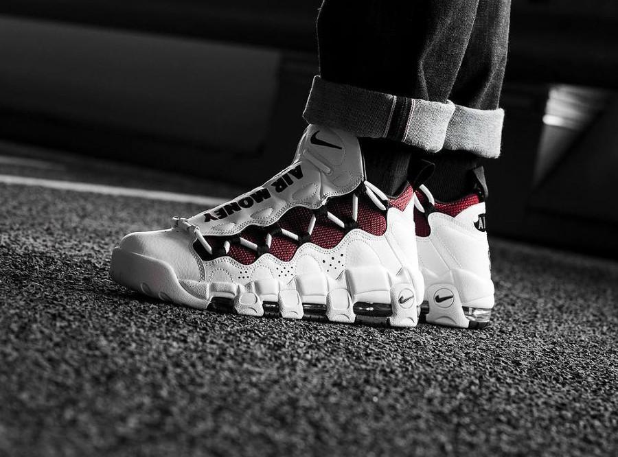 Chaussure Nike Air More Money $ blanche et bordeaux (homme)