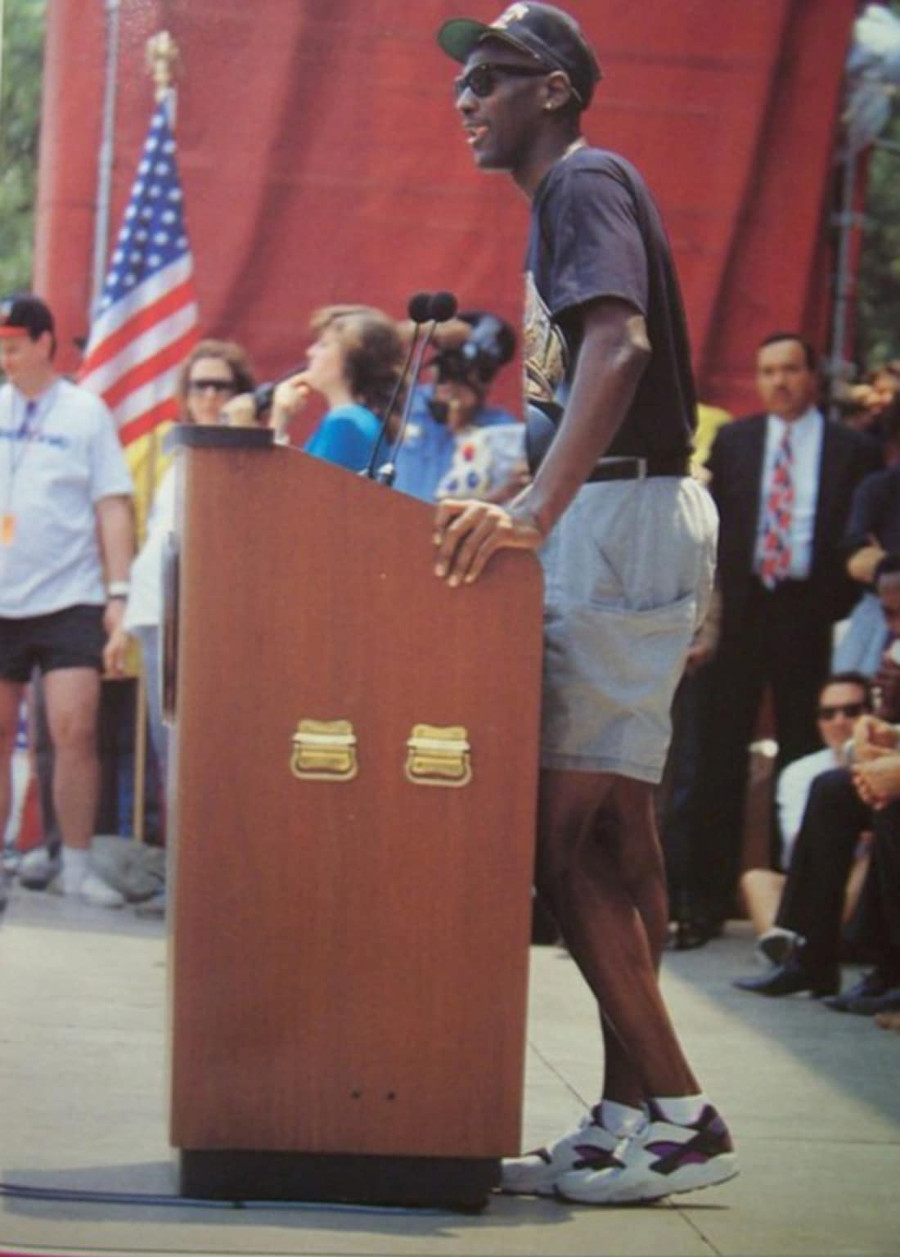 Michael Jordan en Nike Air Huarache Purple Punch vintage de 1991 (1)