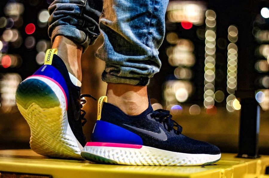 Nike Epic React Flyknit Collegiate Navy on feet (AQ0067-400) (2)