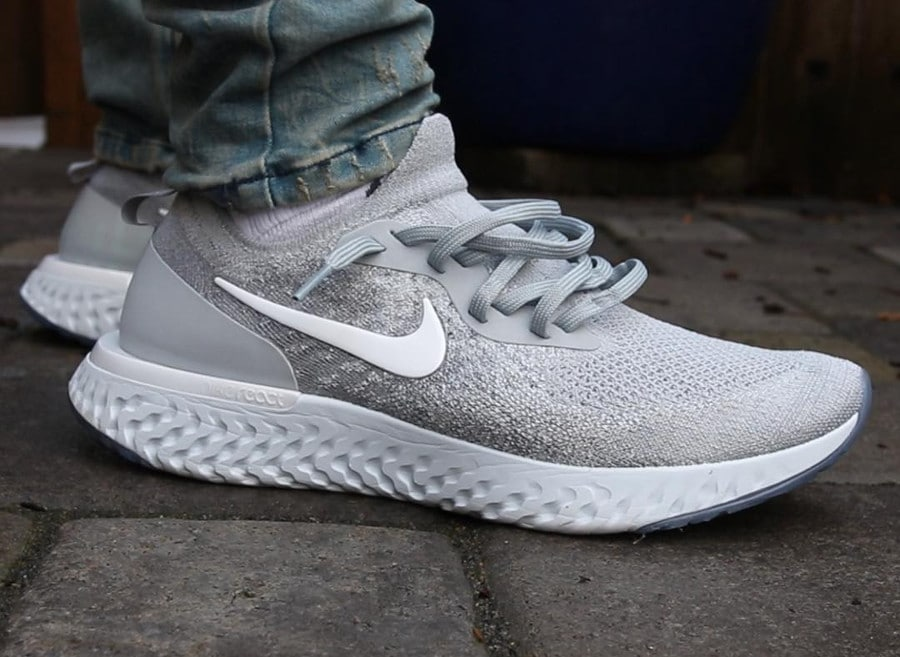 Nike Epic React Flyknit grise Wolf Grey on feet AQ0067-002