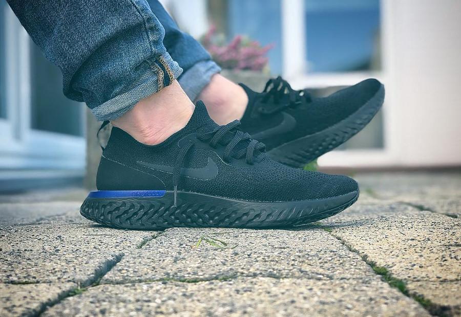 Nike Epic React Flyknit noire Black Racer Blue AQ0067-004