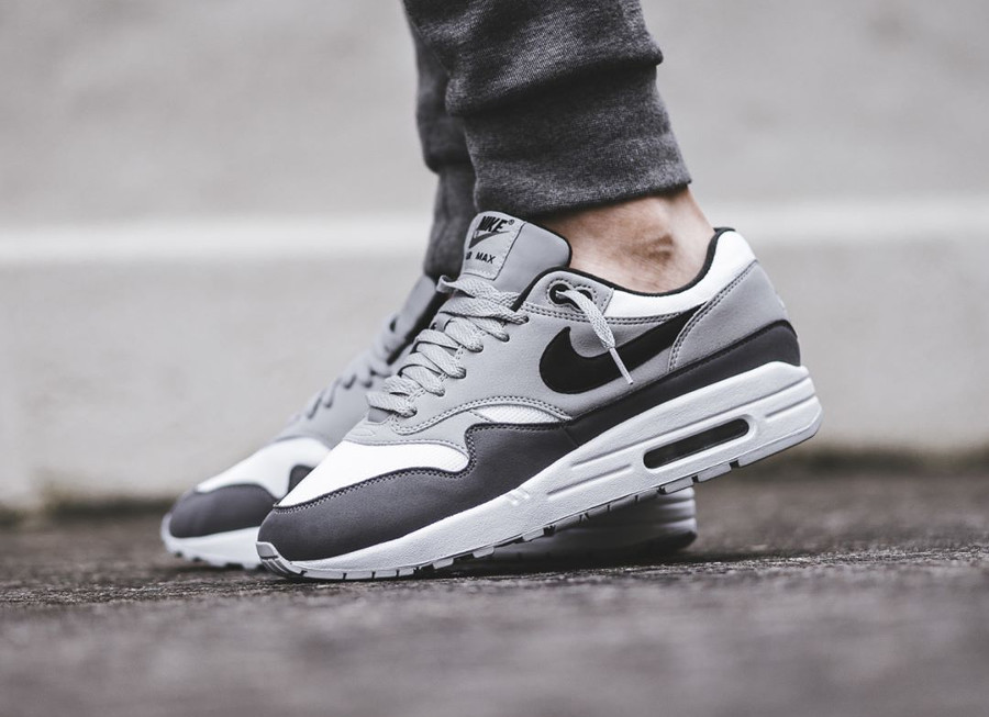 basket-nike-air-max-1-87-black-wolf-grey-gunsmoke-white-AH8145-101 (1)