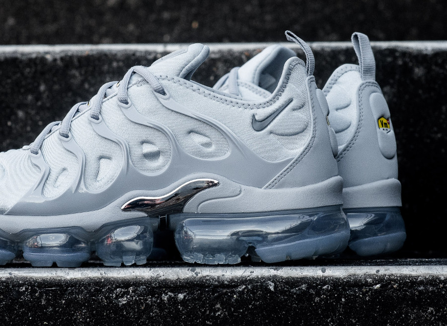basket-nike-air-vapormax-plus-requin-wolf-grey-924453-005 (4)