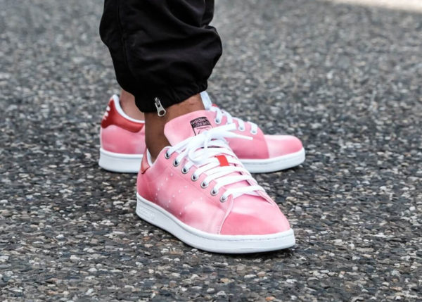 Pharrell Williams x Adidas Stan Smith HU Holi : 4 paires en toile affichant un dégradé