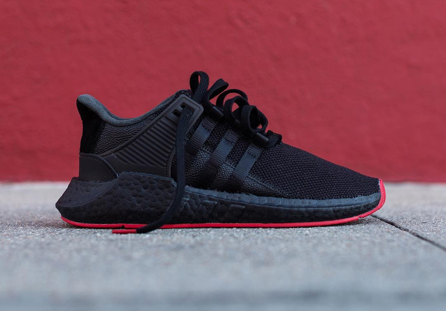 chaussure Adidas EQT Support 93 17 Black Red Carpet (semelle rouge) (1)