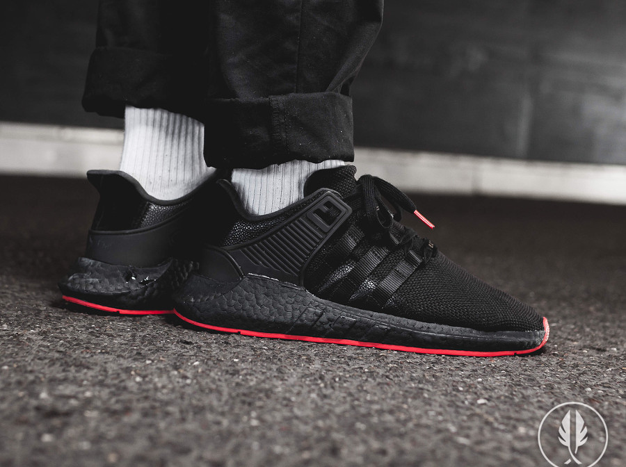 chaussure Adidas EQT Support 93 17 Black Red Carpet (semelle rouge) (2)