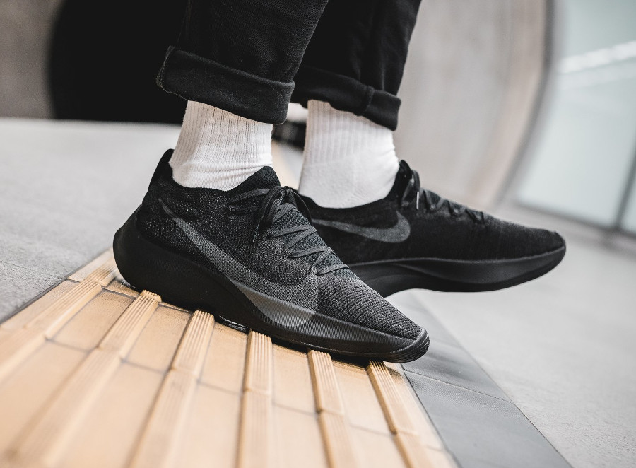 chaussure-nike-vapor-street-flyknit-noire-black-anthracite-on-feet-AQ1763-001 (3)