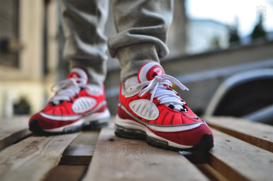 trouver-chaussure-nike-wmns-air-max-98-gym-red-AH6799-101 (4)