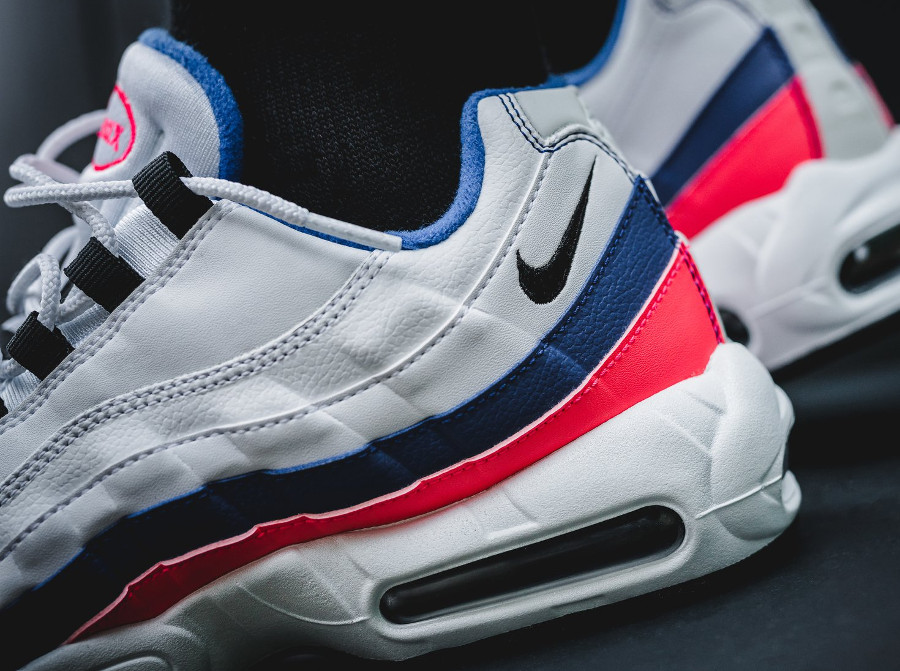 nike-air-max-95-white-ultramarine-solar-red-black-749766-106 (2)