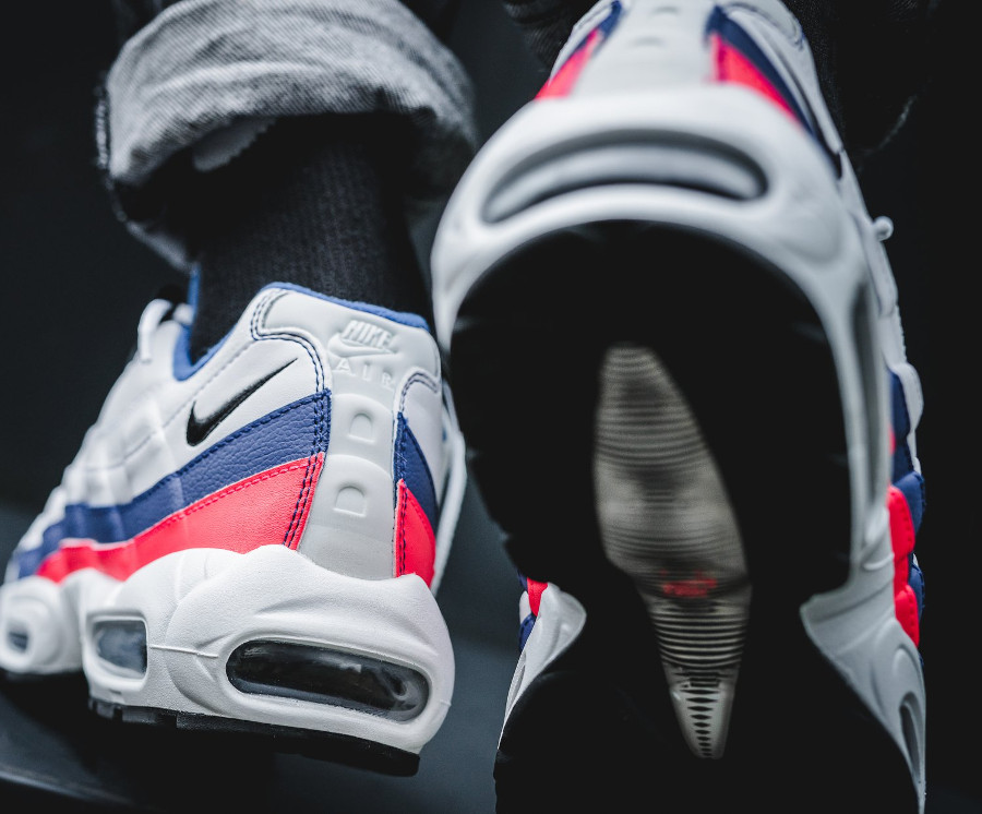 nike-air-max-95-white-ultramarine-solar-red-black-749766-106 (4)