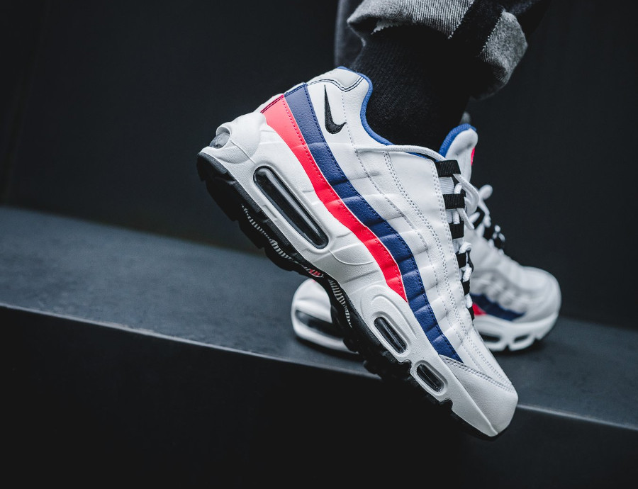 nike-air-max-95-white-ultramarine-solar-red-black-749766-106 (6)
