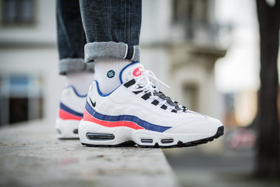 nike-air-max-95-white-ultramarine-solar-red-black-749766-106 (7)