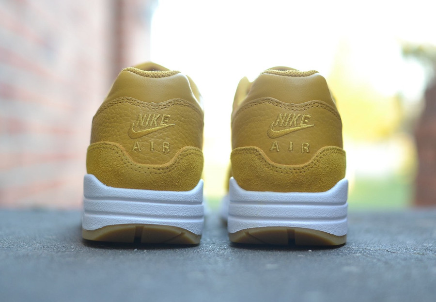 basket-nike-wmns-air-max-1-premium-sc-elemental-gold-mineral-yellow-1