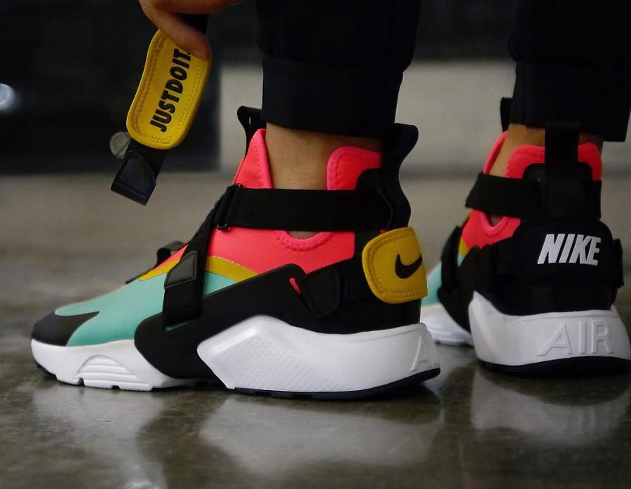 Nike Wmns Air Huarache City Multicolor on feet - @daisuke_ozaki