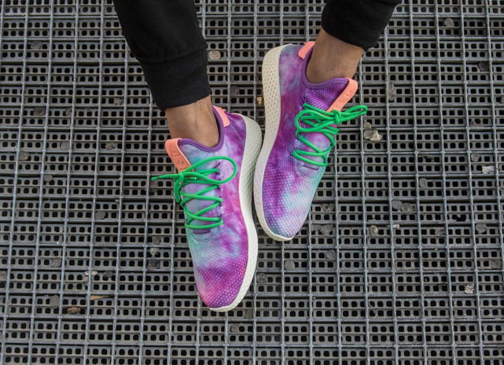 Chaussure de basket Pharrell Williams Adidas Tennis Hu MC Holi Multicolor Powder Dye