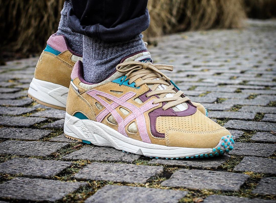Chaussure Asphaltgold x Asics Gel DS Trainer Jugendstil Sand Pink on feet